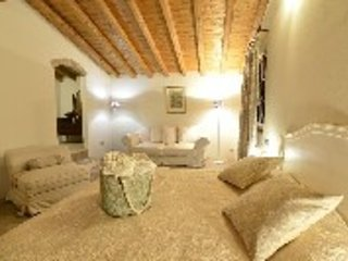 3 bedroom Bed and Breakfast with Internet Access in Castellaro Lagusello - Castellaro Lagusello vacation rentals
