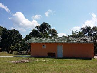Casa temporada em uma bela chácara próxima litoral - Praia de Leste - Pontol do Parana vacation rentals