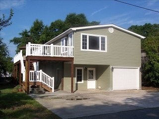 Pier home 5 min walk to the beach! Golf Cart/WiFi Included! Gated Community! - Surfside Beach vacation rentals