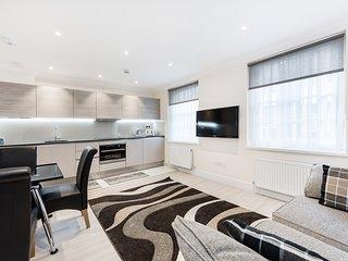 3 Bedroom near Marylebone- 10 Min Walk to Oxford Street - London vacation rentals
