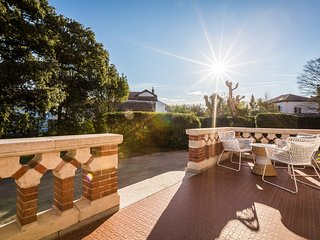 Charming 3 bed. Renovated Hotel w/ Terrace & Garden - Biarritz centre - Biarritz vacation rentals