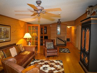 150 acres - 17 bedrooms - Sleeps 40+ - Go-Kart Track - Skeet Shooting - Pool - Floyd Dale vacation rentals
