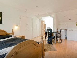 Spacious Private Studio in Kew - Kew vacation rentals