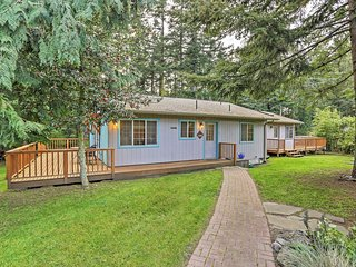 Sweet 2BR Eastsound Home w/Private Hot Tub, Beautiful Yard, Multiple Decks & Wifi - Walking Distance from Public Beach & Close to Downtown! - Eastsound vacation rentals