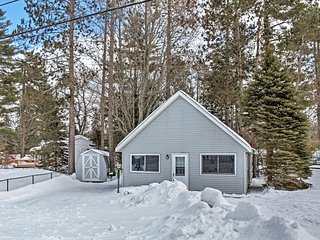 Cozy 2BR + Loft Gaylord Cottage near Otsego Lake w/Wifi & Lake Access - 1 Mile from Public Beach at Wah Wah Soo! - Gaylord vacation rentals
