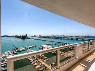 Elegant Waterfront 2BR Miami Condo - Great Location in the DoubleTree on Biscayne Bay! Just 10 Minutes from South Beach! - Miami vacation rentals