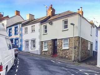 MERCHANTS COTTAGE, character holiday home, two bedrooms, WiFi, enclosed courtyard, in Bideford, Ref 945050 - Bideford vacation rentals