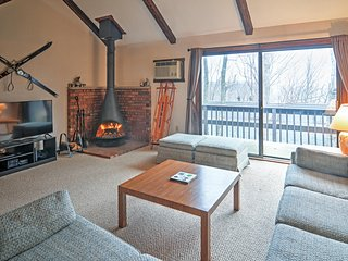 Marvelous 2BR + Loft Tannersville Townhome w/Wifi, Fireplace & Private Balcony - Unbeatable Camelback Mountain Location w/Tremendous Community Facilities! Just 100 Feet from the Slopes - Tannersville vacation rentals