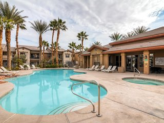 Inviting 2BR Las Vegas Apartment Home w/Wifi, Private Balcony & Pool/Hot Tub Access – Prime Central Location! Close to Countless Infamous Vegas Attractions! - Las Vegas vacation rentals