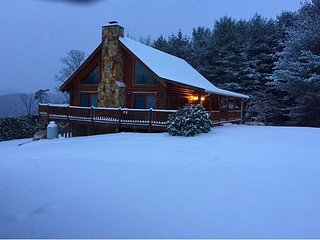Log Cabin W/Mtn Views, Hot Tub & WiFi! - Crumpler vacation rentals