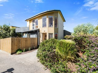 Gorgeous 3 bedroom Apollo Bay Townhouse with A/C - Apollo Bay vacation rentals