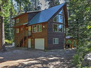'The Pine Chalet' Secluded 4BR Leavenworth Cabin w/Wifi, Hot Tub, Outdoor Fire Pit & Peaceful Surroundings - Minutes to Lake Wenatchee, Fish Lake, Stevens Pass & Popular Attractions! - Plain vacation rentals