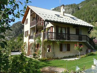Les genévriers - Apartment with one room in Saint-Crepin, with wonderful mountain view, enclosed garden and WiFi - Saint Crepin vacation rentals