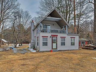 Secluded Lakefront 3BR House on the Great Sacandaga Lake - Close to Town, Ski Areas & More - Northville vacation rentals