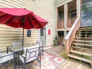 Contemporary 1BR Loft in Atlanta's Historic West Side * Prime Downtown Location. Pet Friendly w/ Yard and Private Parking - Atlanta vacation rentals