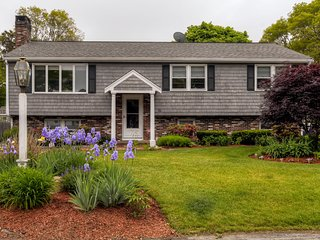 Lovely 5BR East Falmouth Home w/Wifi, Central A/C, Beautiful Yard & Gas Grill - Enjoy Private Beach & Country Club Access - Great for Multiple Families! - East Falmouth vacation rentals