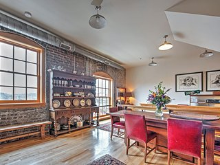 Historic 2BR Knoxville Apartment w/Wifi, Unique Furnishings & Gorgeous City/Mountain Views - Unbeatable Downtown Location! Walk to Restaurants, Museums, Nightlife & More! - Knoxville vacation rentals