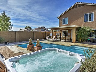 Beautifully Appointed 4BR Coolidge Home w/Private Pool, Hot Tub & Wifi - Quiet Location, 30 Minutes From Shopping, Golfing & 1 Hour to Downtown Phoenix! - Coolidge vacation rentals