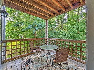 Bright 2BR Raleigh Condo w/Wifi, Shared Pool & Tennis Court Access - Fantastic Location Close to Shopping, Dining & Entertainment! - Raleigh vacation rentals