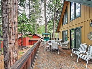 'Hammack's Hideaway' Cozy 2BR Arnold Cabin w/Wifi, Gas Grill & Sunset Views from the Wraparound Deck - Close to Rivers, Lakes, Hiking Trails & Countless Other Year-Round Recreation Options! - Arnold vacation rentals