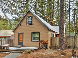 Welcoming 3BR South Lake Tahoe House w/Wifi, Wood-Burning Fireplace + Central Heat & Serene Atmosphere - Awesome Location! Walk to Beaches, World-Class Ski Slopes & More! - South Lake Tahoe vacation rentals