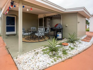 Recently Renovated 2BR Lehigh Acres House w/Wifi, Large Grassy Yard & Private Covered Patio - Near Restaurants, Fort Myers Beach & Sanibel Island! Walk to Local Parks! - Lehigh Acres vacation rentals