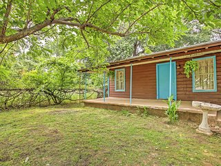 New Listing! 'The Watts House' Quiet 2BR Kemp House w/Fantastic Southern Character & Colorful Paranormal Past - Steps to Cedar Creek Reservoir! - Kemp vacation rentals