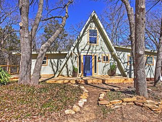 Beautifully Remodeled Lake Texoma 3BR + Loft A-Frame House w/Wifi, Fire Pit & Expansive Deck - Settled in a Gorgeous Wooded Area - Perfect Location w/Easy Access to Boating & Fishing at Lake Texoma! - Pottsboro vacation rentals