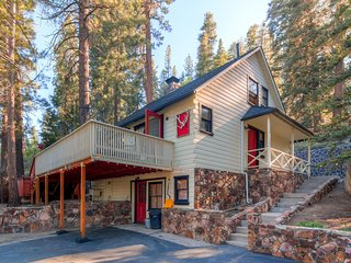 3BR Big Bear Cabin w/Private Hot Tub, Sauna, & Great Big Yard w/ Fire Pit and Grill - Close to premier Mountain Biking! - Fawnskin vacation rentals