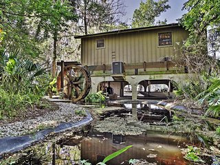 Extravagant Waterfront Astor Cabin on St. Johns River w/Private Boat Dock, Massive Porch & Spectacular Views - Minutes to DeLand, Mt. Dora, Daytona & Many Other Attractions! - Astor vacation rentals