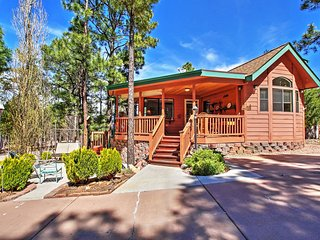 Terrific 1BR Show Low Cabin w/Spacious Deck & Access to Community Clubhouse! Enjoy Tremendous Privacy & Proximity to Golf, Skiing, Lakes, Casinos, Restaurants & More! - Show Low vacation rentals