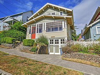 Alluring 2BR Astoria House w/Serene River Views & Spacious Front Porch - Close Proximity to Downtown, Shopping, Restaurants & More! - Astoria vacation rentals