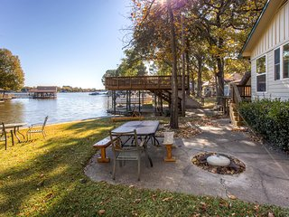 Lovely 2BR Gun Barrel City Cottage w/Private Boat House & Party Deck on 88 Feet of Lakefront Land – Wonderfully Secluded Location! Just Minutes From Town! - Gun Barrel City vacation rentals