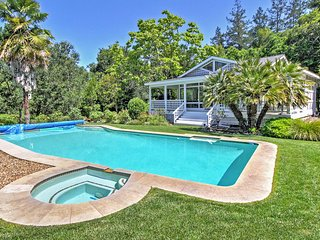 'Casa Pavone' Attractive 3BR Healdsburg House w/Wifi, Screened Porch & Private Pool! Great Location - Private Access to Maacama Creek & Close to Wineries, Recreation & More! - Healdsburg vacation rentals