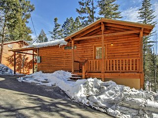 'Copper Top' Charming 2BR Cloudcroft Cabin w/Fireplace, Private Covered Deck & Gas Grill – Easy Access to Skiing, Hiking, Ice Skating & More! - Cloudcroft vacation rentals