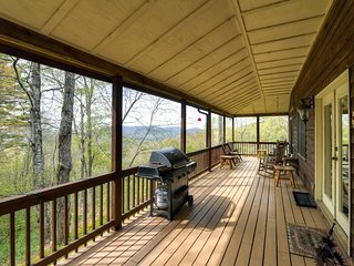 **Reduced Weekly Rates!! 'Catspaw Cabin' Dazzling 3BR Cullowhee House w/Wifi, Private Deck & Breathtaking Smoky Mountain Views - Close to Several Local Attractions! - Cullowhee vacation rentals
