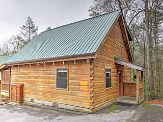 'A Walk in the Park' Lovely 1BR Gatlinburg True Log Cabin w/Wifi & Private Outdoor Hot Tub! Outstanding Location - Minutes from Skiing, Downtown, Smoky Mountain National Park & More! - Gatlinburg vacation rentals