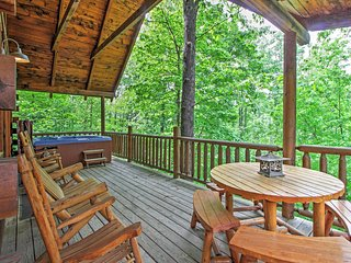 'Mountain Dreams' Tranquil 3BR Gatlinburg Cabin w/Wifi, Beautiful Mountain Views & Private Hot Tub - Great Location between Gatlinburg and Pigeon Forge - Gatlinburg vacation rentals