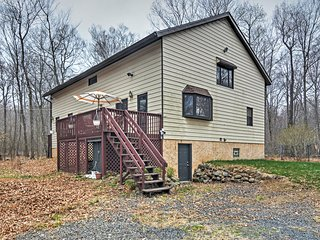 New Listing! Serene 4BR Long Pond House w/Wifi, Spacious Loft & 2 Private Decks - Phenomenal Pocono Mountain Location! Easy Access to Countless Outdoor Activities! - Long Pond vacation rentals