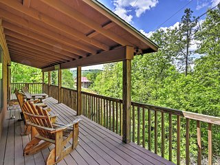 2BR Mountain View Cabin w/Deck & Bluff Views - Mountain View vacation rentals