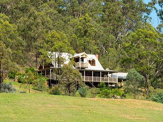 Cants Cottage - Loft house with amazing views - Broke vacation rentals