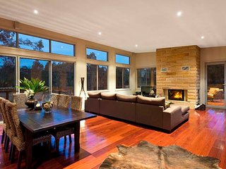 Bluecliff Retreat - Award Winning House - Pokolbin vacation rentals