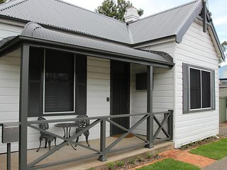 Hunter Cottage - Fully renovated miners cottage - Branxton vacation rentals