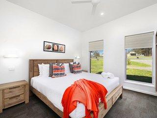Ironbark Villa 2 - Contemporary & Modern - Belford vacation rentals