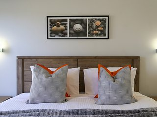 Ironbark Villa 3 - Contemporary & Modern - Belford vacation rentals
