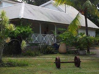 Villa coloniale de rêve tres proche de la plage - idéale pour les familles - Sainte Rose vacation rentals