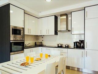 Apartamento T2 | Com Piscina, Ginásio e Jacuzzi em Sao Martinho do Porto - Sao Martinho do Porto vacation rentals