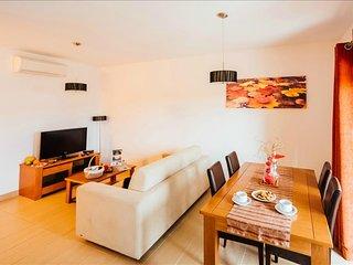 Apartamento T1 | Enorme Piscina Comum e vista para a Baía de Sao Martinho do - Sao Martinho do Porto vacation rentals