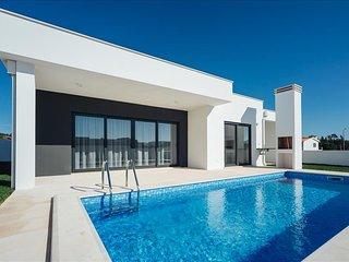 Moradia V3 | Campo e Praia | Piscina e jardim privado | 5 min Praia - Nazare vacation rentals