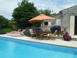 Perfect Cottage with Internet Access and Shared Outdoor Pool - Semoussac vacation rentals
